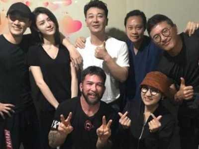 林峰现任女友 林峰携新女友张馨月与友人聚餐